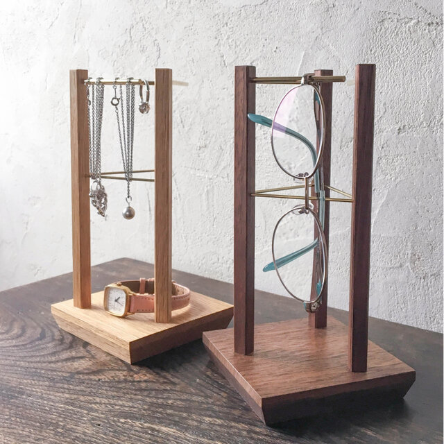 眼鏡スタンド、アクセサリースタンド(木と真鍮、メガネ置き、メガネスタンド)の画像1枚目