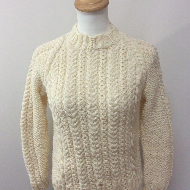 在庫処分値下げ ラグラン袖 アラン模様ホワイトセーターの画像1枚目