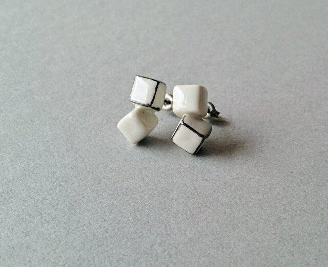 再販・とうきのピアス(white cubes)の画像1枚目