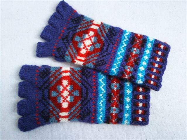 手紡ぎ毛糸の指なし手袋【藤色、赤、茶】の画像1枚目