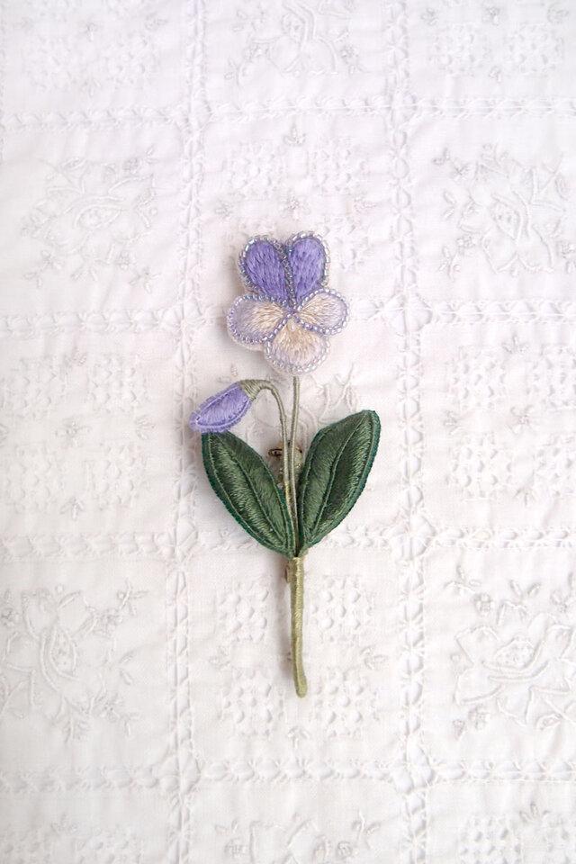 そっと静かに咲く ビオラのブローチの画像1枚目