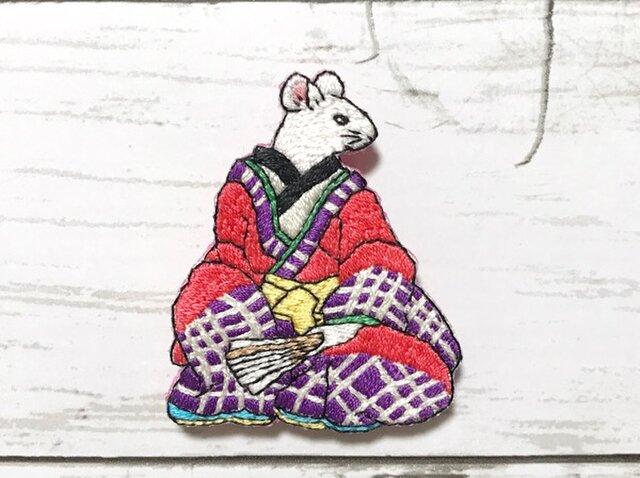 手刺繍浮世絵ブローチ*歌川芳藤「どうけかつらつけ」の鼠の画像1枚目
