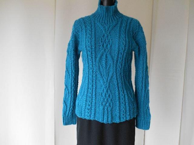 ブルー系の模様編みセーターの画像1枚目