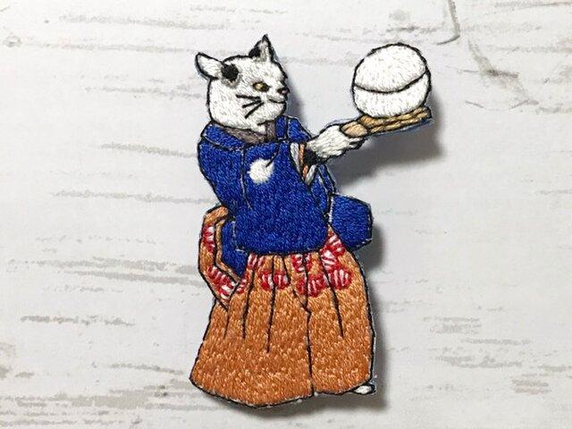 手刺繍浮世絵ブローチ*歌川国芳「流行猫の曲手まり」よりの画像1枚目