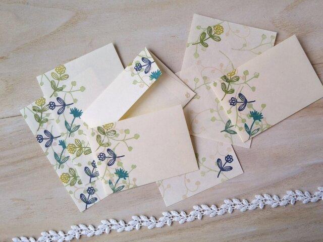 消しゴム版画「和紙の小さな封筒と便せんセット(ワイヤープランツと小さな花・グリーン)」の画像1枚目