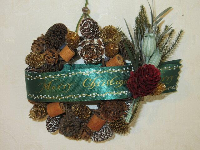 小さなシナモンと木の実のクリスマスリースの画像1枚目