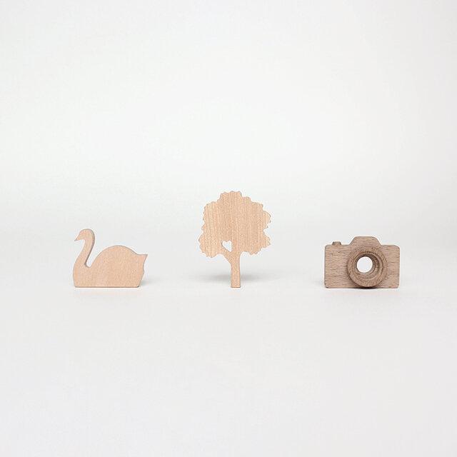 木のブローチ【Wood brooch】--【Swan : スワン】【Tree : 木】【Camera : カメラ】の画像1枚目