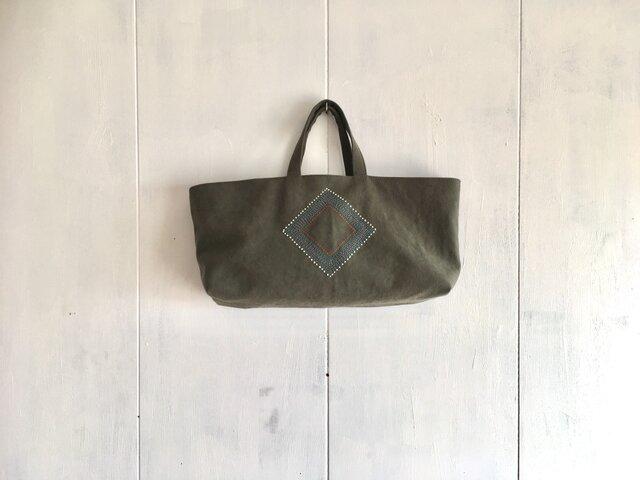 《sale》刺繍入り横長くったりカーキ色の鞄の画像1枚目