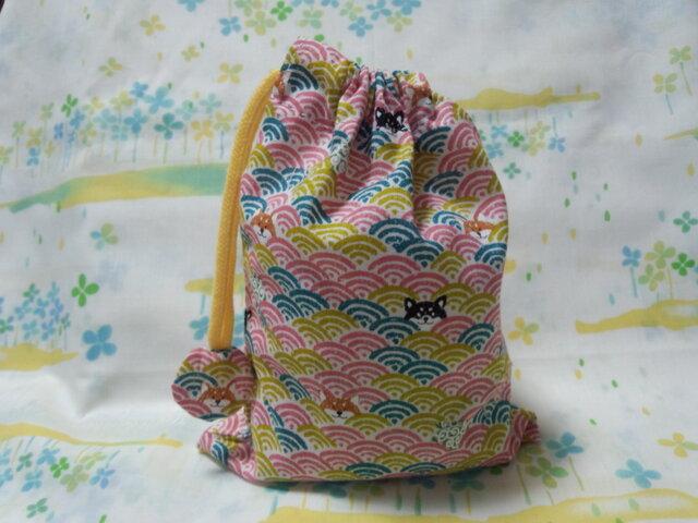 【手縫い】巾着袋☆青海波柄いぬ・桃色☆結目カバー付き☆20㎝×15㎝☆給食袋☆コップ袋☆おむすび袋の画像1枚目