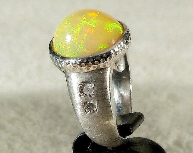 4.01ctオパールとプラチナの指輪(リングサイズ:9号、Pt900、合成ダイヤモンド)の画像1枚目