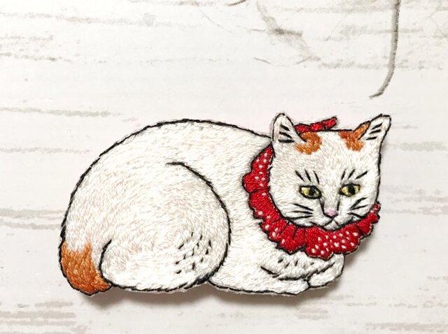 手刺繍浮世絵ブローチ*高橋松亭「白猫」Ⅱの画像1枚目