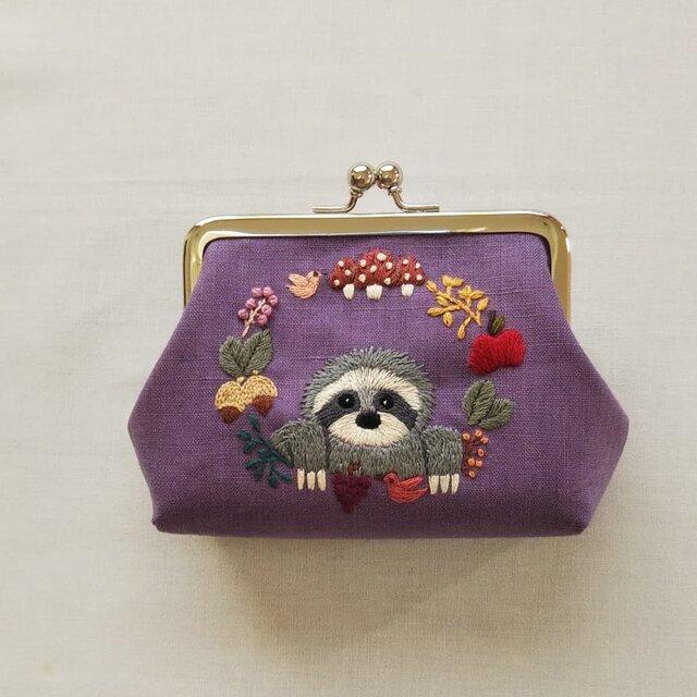 ナマケモノと秋のリースのがまぐち 紫の画像1枚目