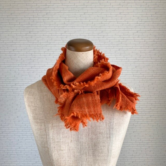 夕焼け色のストール 茜染め 手紡ぎウールの画像1枚目