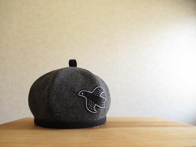 鳥さんアップリケのベレー帽 ヘリンボーン、ブラックグレーの画像1枚目