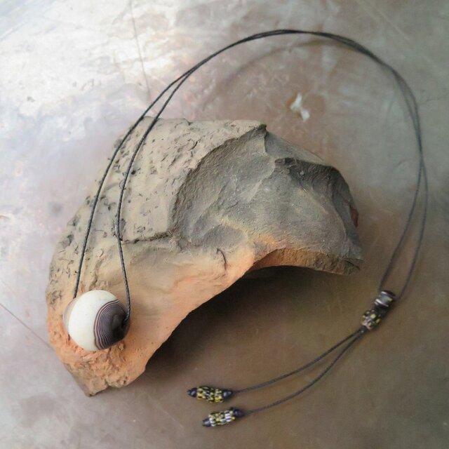 アンティーク 緒 古代瑪瑙 白・茶 + 黒シェブロン ネックレス  千世 chitoseの画像1枚目