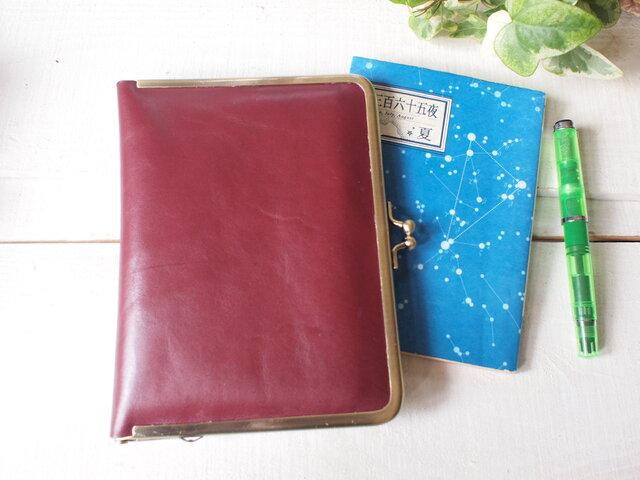 牛革・濃い赤 がま口 手帳・母子手帳・ブックカバーにもの画像1枚目