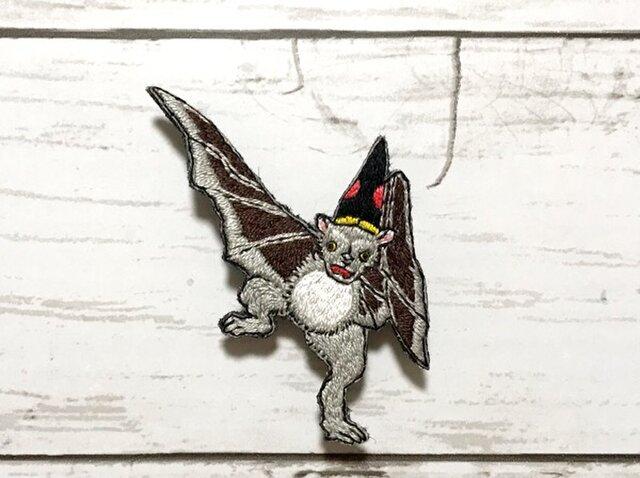 手刺繍浮世絵ブローチ*落合芳幾「諸鳥芸づくし」の蝙蝠の画像1枚目