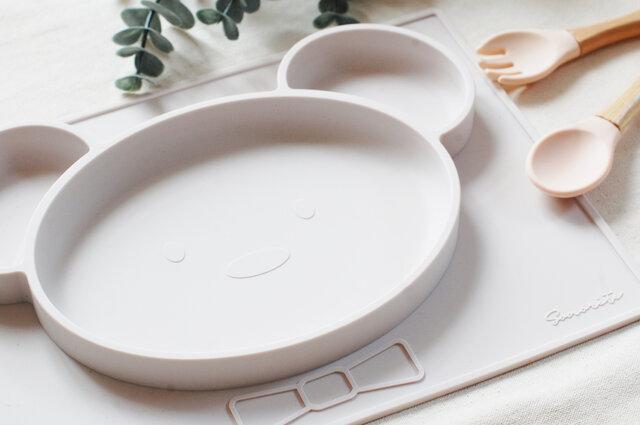 NEW!くまさん型 シリコン製オールインワンプレート 出産祝い マットとお皿が一体化したひっくり返らない 食器 ベビー&キッズの画像1枚目