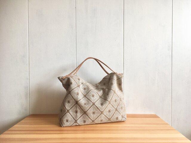 【受注製作】ヌメ革持ち手 ジャカード織生地の鞄 ベージュの画像1枚目