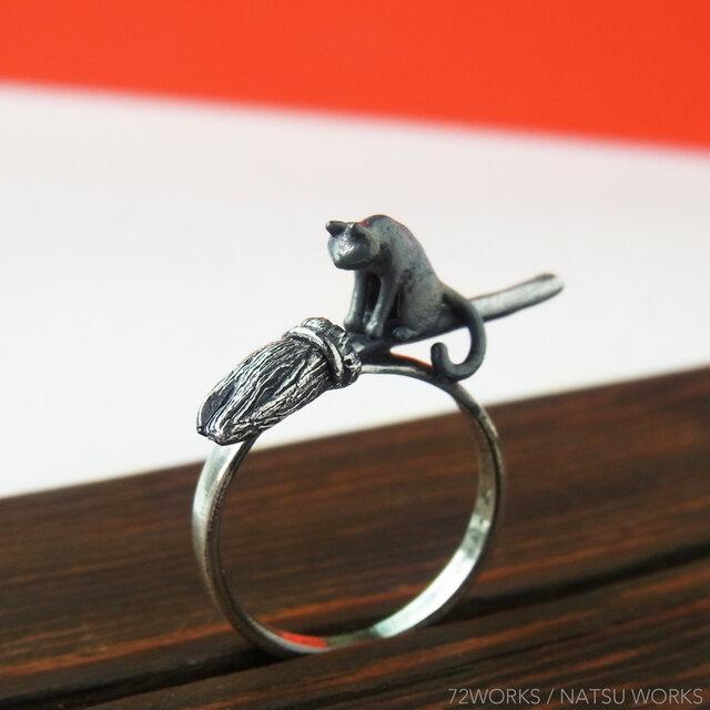ほうきと猫のリング * Broom & Cat Ringの画像1枚目