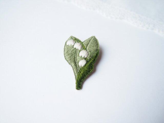 [受注制作]スズランの刺繍ブローチの画像1枚目
