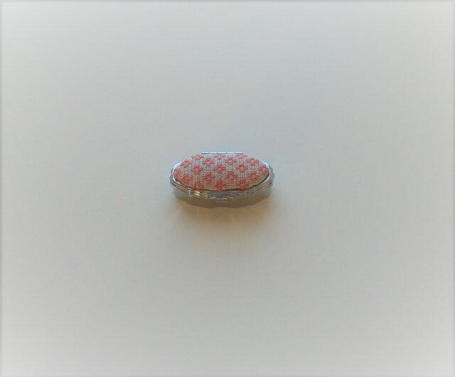 こぎん刺しのピルケース・ オーバルS(桃色)ミラー付きの画像1枚目