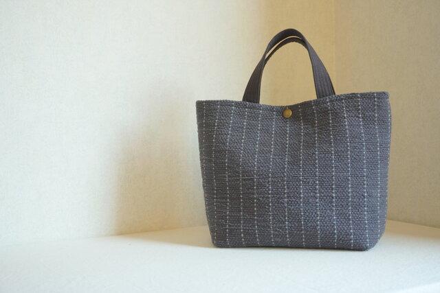 【SALE】裂き織りのバッグM グラファイト ストライプの画像1枚目