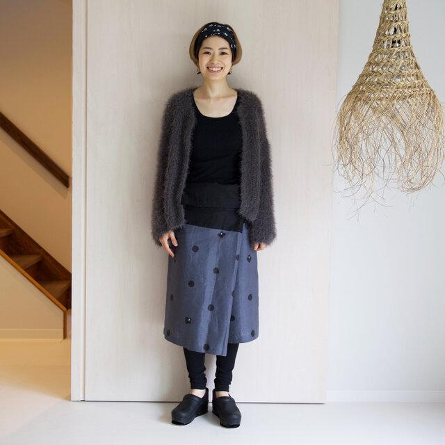リネン・サロンスカート ドットに椿の画像1枚目