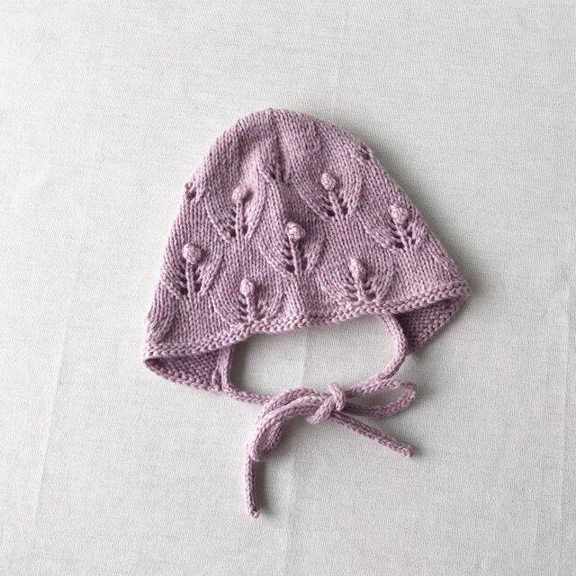 6M〜 手編み お花のベビーボンネット ラベンダー ウール100%の画像1枚目