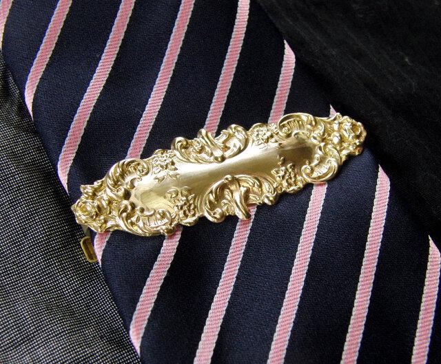 真鍮ブラス製 レトロゴシックデザインネクタイピン(タイバー)1個 ネクタイ・ポケットの飾りにの画像1枚目