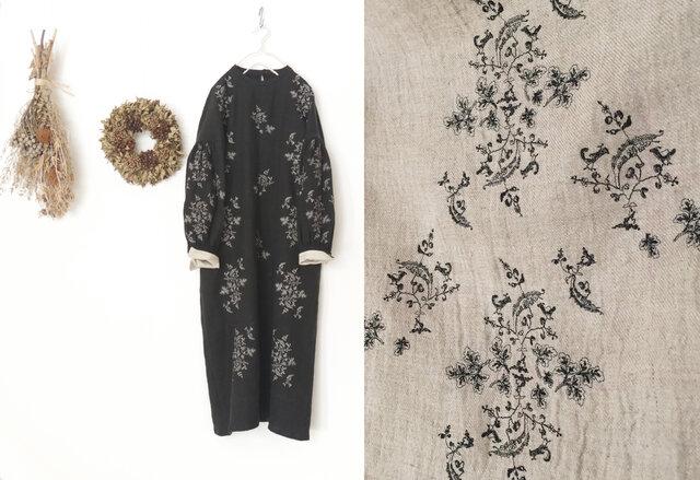 【生成】白樺の枝とコマドリの刺繍を施した、リネンウールマキシワンピースの画像1枚目