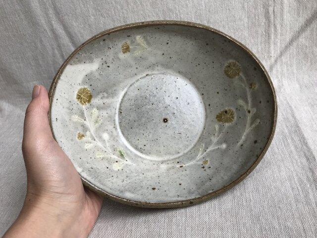 粉引きの卵形鉢(黄色い花柄)の画像1枚目