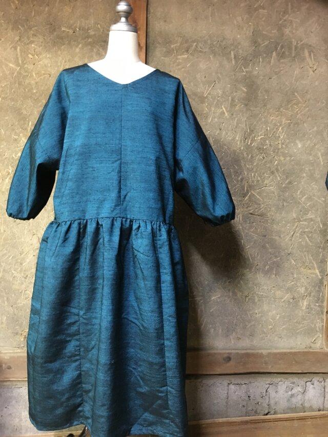 手織り紬のブルーのワンピースの画像1枚目