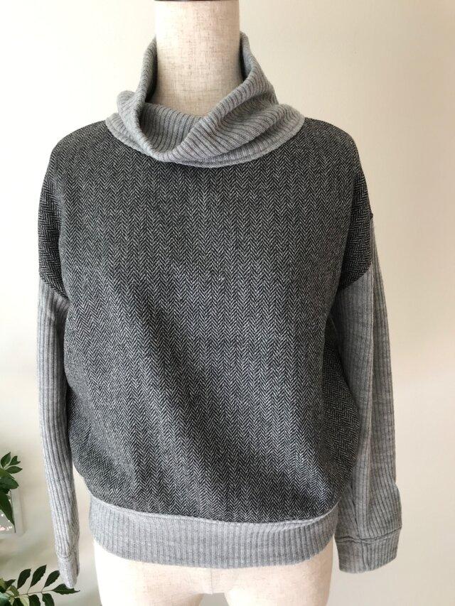 ハイネックセーターの画像1枚目