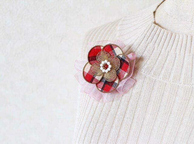 リボン付き和布ブローチ 赤(結城紬&ワイヤー)の画像1枚目