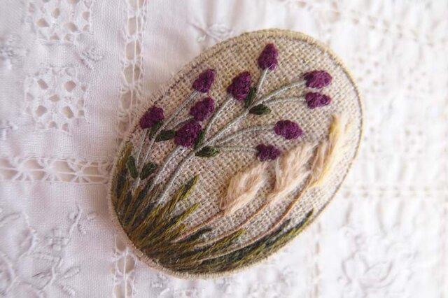 秋の草花のブローチの画像1枚目