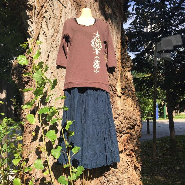 【Sold out】茶色 アイヌアレンジ柄 七分袖 カットソー レディース Mサイズの画像1枚目