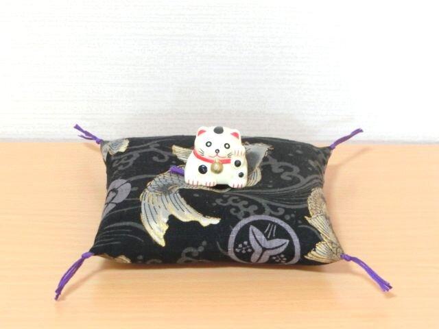 k様オーダー お人形置物用お座布団 黒色金彩鯉柄 風神雷神の画像1枚目
