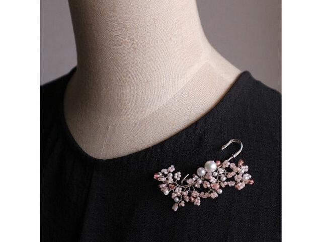 パールとビーズの野花のブローチ ピンクの画像1枚目