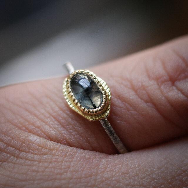 トラピッチェ・エメラルド 22KYG, 18KWGのリング(ピンキーサイズ)の画像1枚目