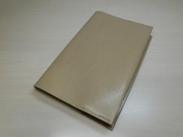★送料無料★新書サイズ、コミック対応・スムース・ベージュ・ゴートスキン・一枚革のブックカバー・0386の画像1枚目