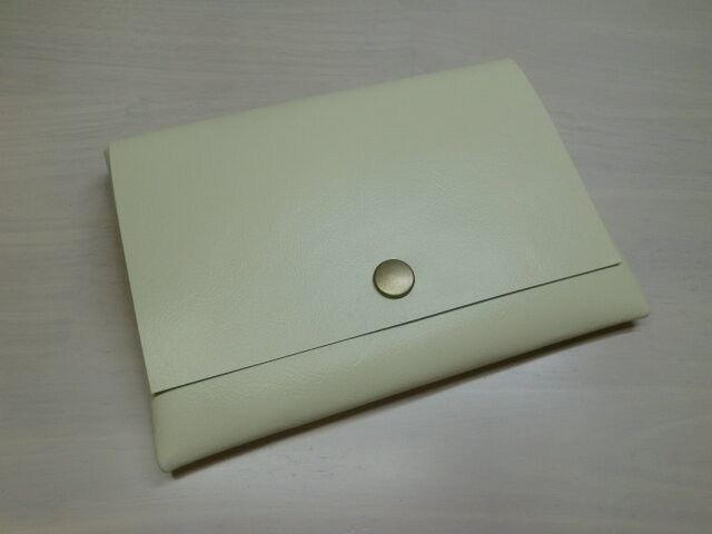 ★送料無料★ゴートスキン・B7対応パスポートケース・オフホワイト・カードポケット付き・0161の画像1枚目