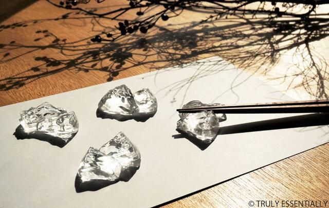 5個セット ● 無色透明ガラスの箸置き -「 KAKERAのヒカリ 」の画像1枚目
