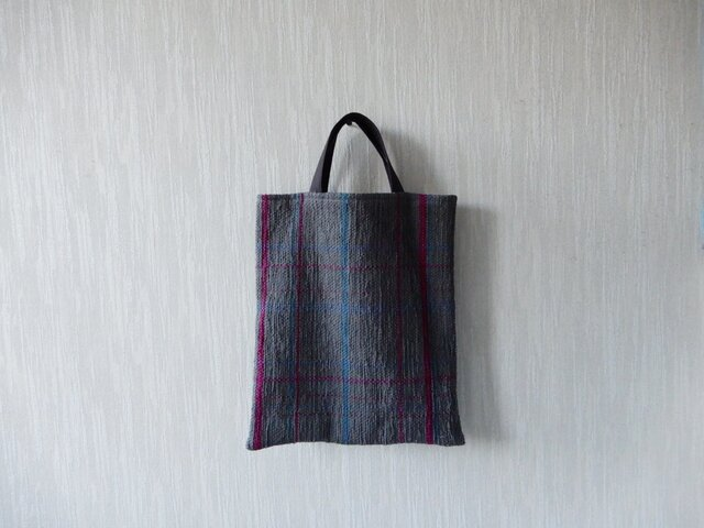 裂き織りのくたっり手さげバッグ チャコールチェックの画像1枚目