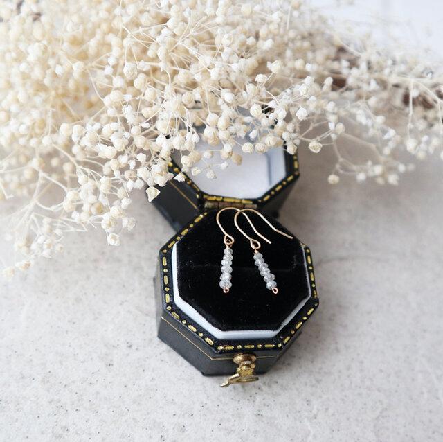 【K18】オフホワイトダイヤモンドのバーピアスの画像1枚目