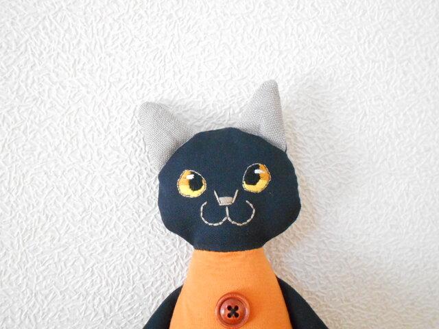 金目の黒猫の画像1枚目