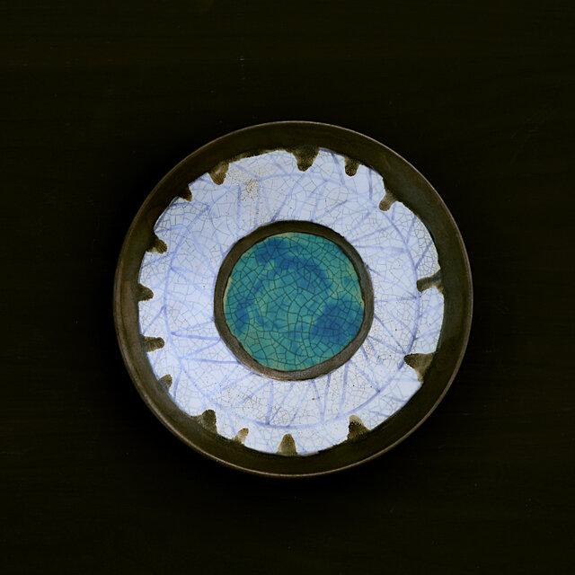 青線紋の白釉とターコイズブルー(貫入)のプレートの画像1枚目