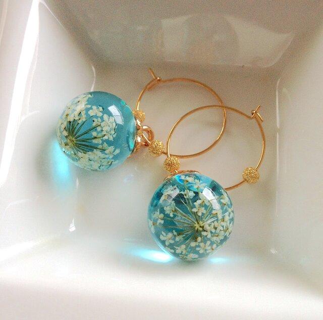 Blue Blooming flowers pierced earringsの画像1枚目