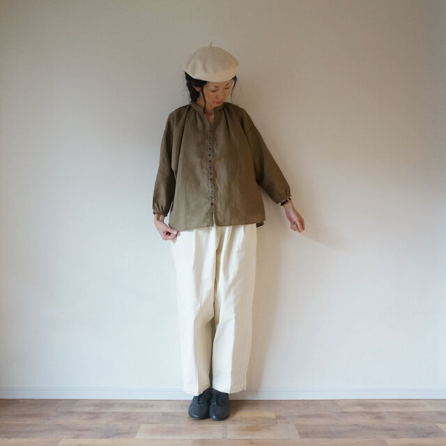 French linen button gather blouse MOCHAの画像1枚目