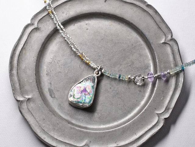 銀化ローマングラスTOPと小さなローマングラスビーズ、煌めくカレンシルバーのネックレスの画像1枚目